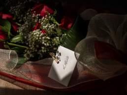 Un mazzo di rose con dedica