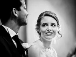 Lo sguardo della sposa verso il suo sposo