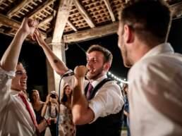 Lo sposo dedica una canzone alla propria sposa
