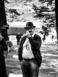 Un signore baffuto al GP di Merano
